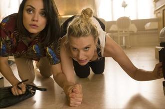Protagonistas Fogem de Criminosos no Trailer de Meu Ex É Um Espião
